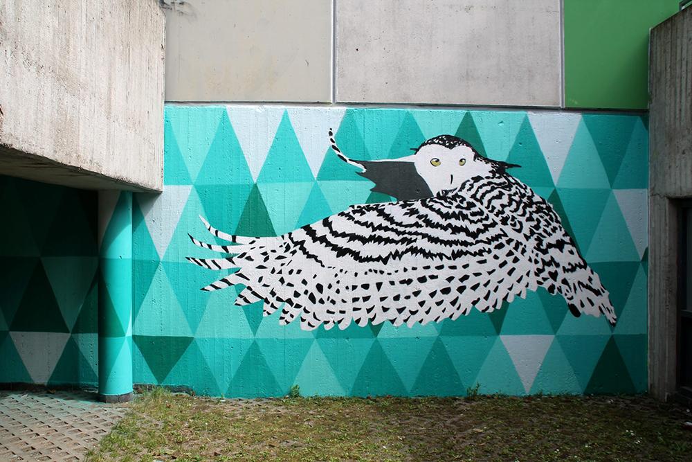 Die Schneeeule wurde vom Graffti-Künstler in Köln in schwaz-weiß gesprüht.