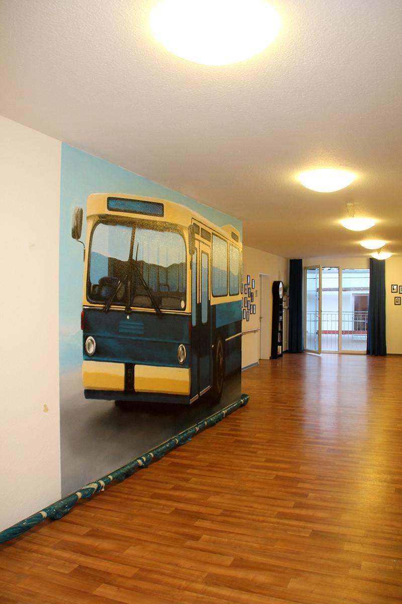 3D Wanddekoration. Das Motiv ist ein Mercedes Bus.