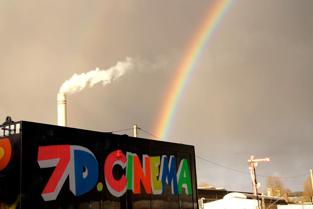 Graffitigestaltung in Regenbogenfarben
