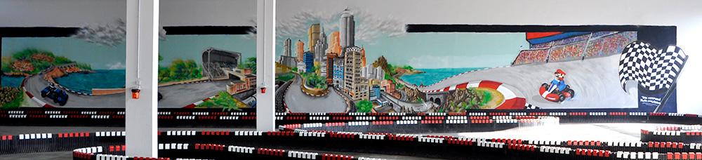 Großflächige Graffitigestaltung vom Graffiti-Künstler Farbkombo in Karlsruhe mit einer Rennstrecke und Super Mario.
