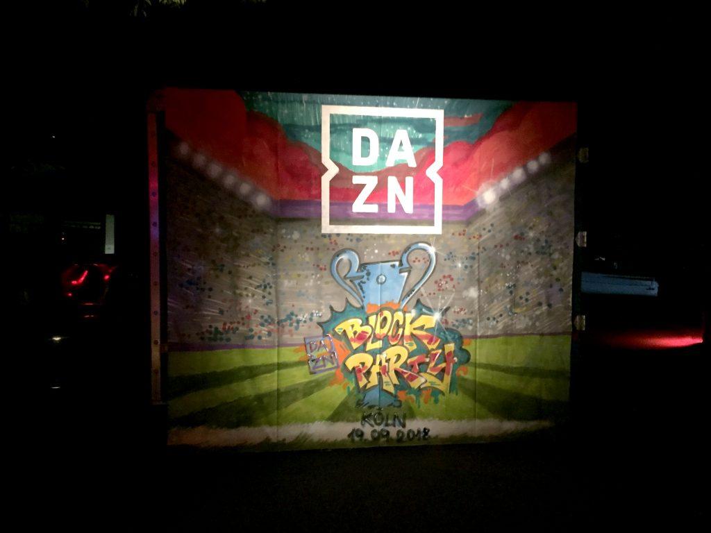 GRAFFITI BEIM EVENT KÖLN. Leinwand für DAZN