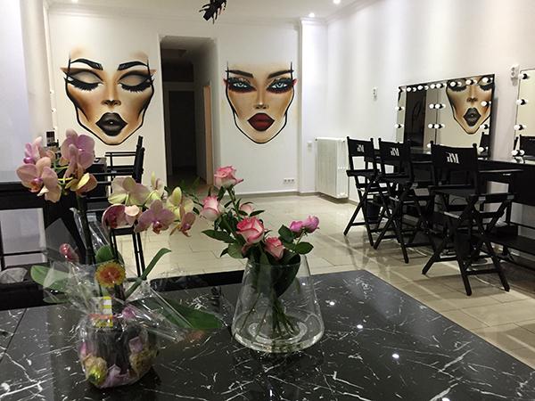 Graffiti-Sprayer-Duesseldorf: Facecharts als Graffiti gesprüht im Make-Up-Studio