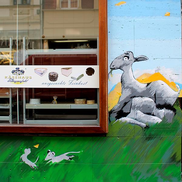 Graffiti-Künstler Köln Farbkombo,spielende Mäuse, Ziege, Bergkäse